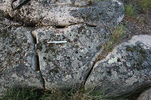 Wedge holes in an semi-extracted block in the granite quarry of Pitaranha (photograph by D. Taelman)