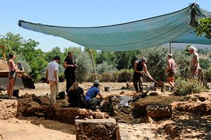 2009 excavations at the thermae (photograph by G. Verhoeven)