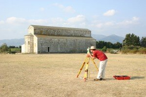 Measuring the microtopography of a site with total station